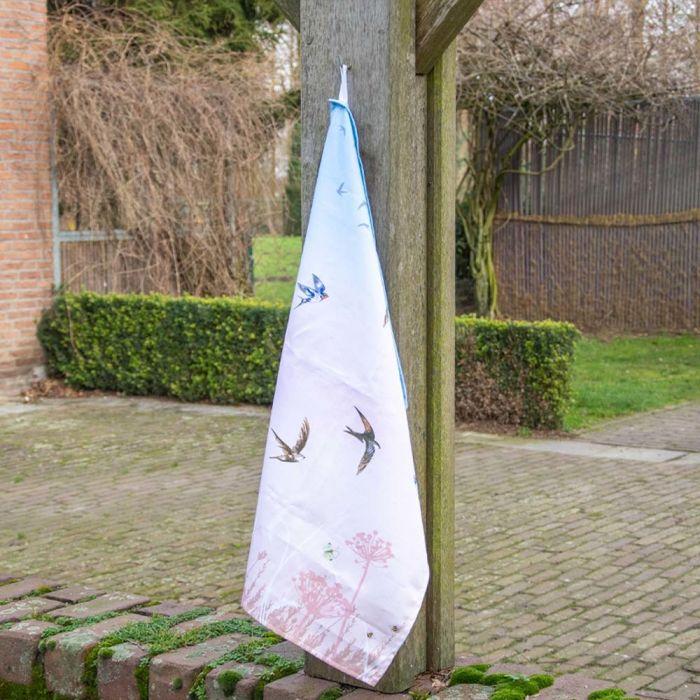 Roy Kirkham: kökshanduk med svalor (rosa & blå)