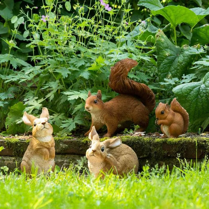 Kanin staty (sittande)